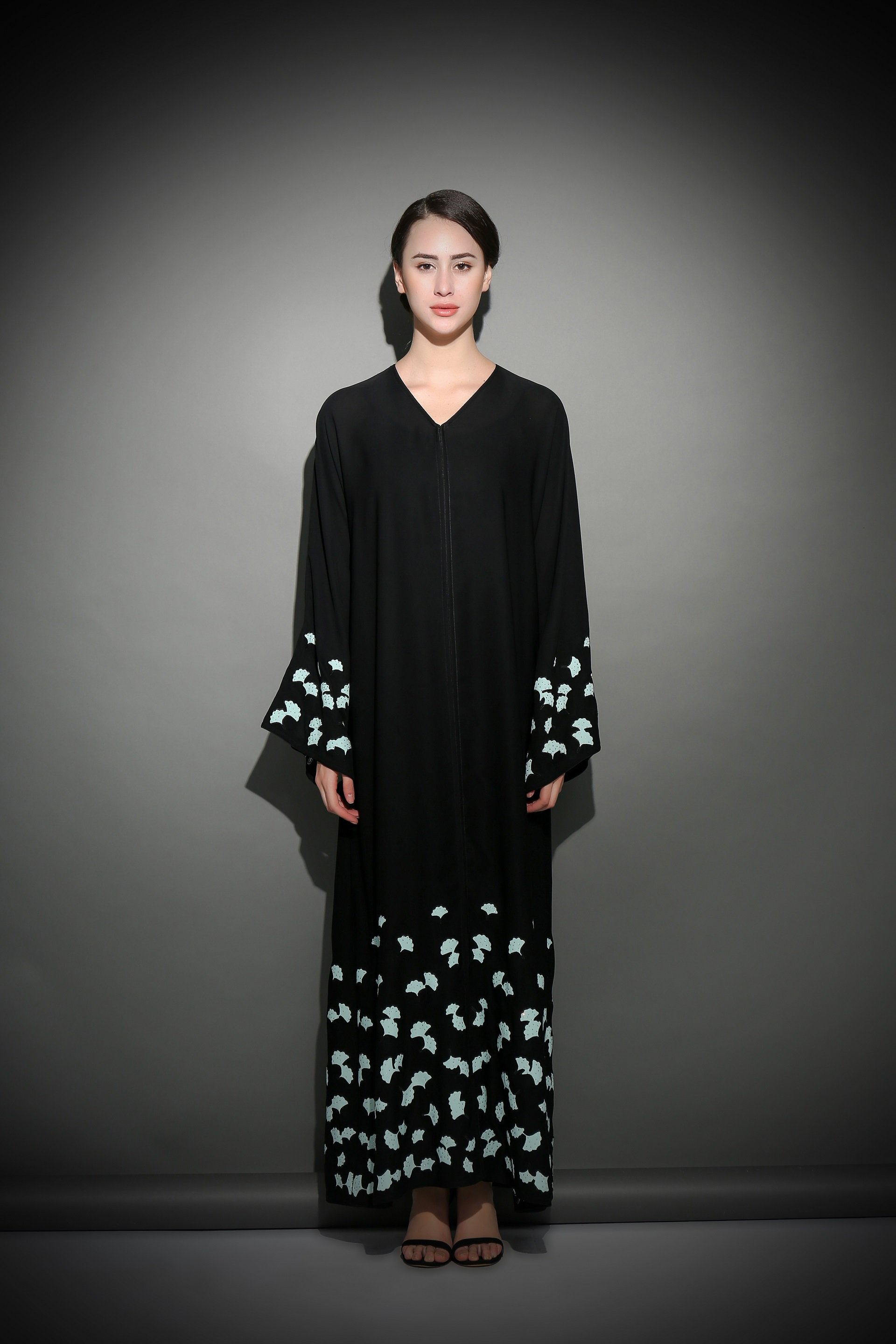 Diva abaya couture launches in dubai khaleej madame for Diva couture