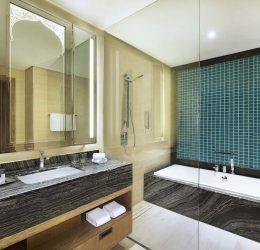 Bay Club bathroom